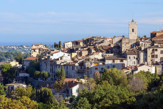 The Provençal town of Vence, where DH Lawrence died in March 1930 (photo © Myrabella licensed under CC BY-SA 3.0).