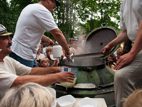 The feeding of the multitude: fish soup on the beach at Narva-Joesuu (photo © hidden europe).