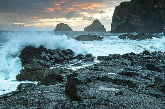 The coast of Heimaey, the largest island in Iceland's Vestmannaeyjar archipelago (photo © Milan_tesar / dreamstime.com).