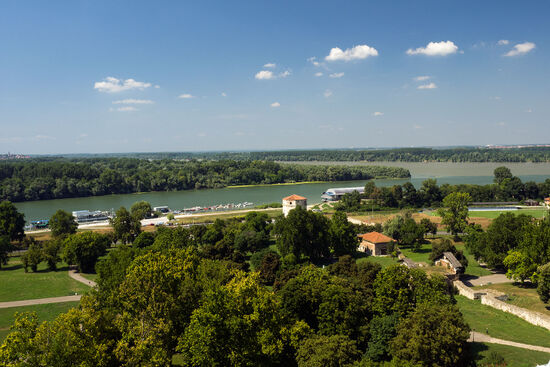 The confluence of the Sava (foreground) and the Danube (background) in Belgrade (photo © hidden europe).