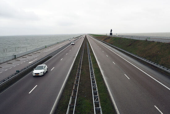 The Afsluitdijk is a symbol of Dutch engineering ingenuity. It connects Friesland with northern Holland (photo © hidden europe).