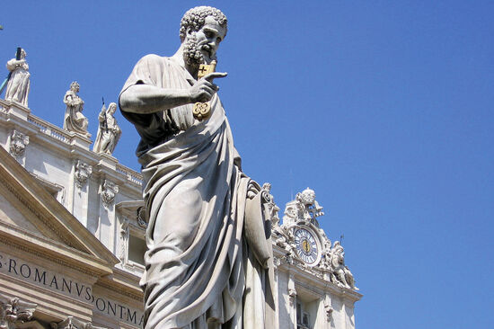 Statue of St Peter in front of St Peter's Basilica, Vatican City (photo © Gards / istockphoto.com).