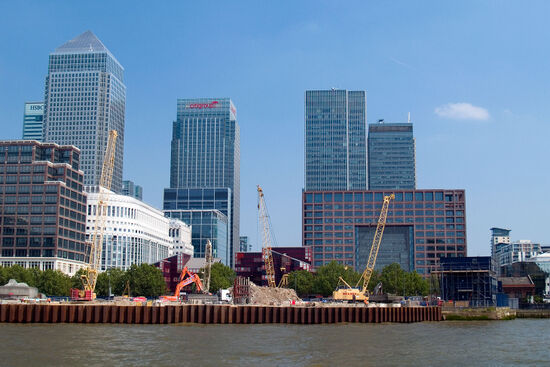 Towers that symbolise the power of finance and commerce at Canary Wharf in London (photo by hidden europe).